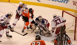 Wayne Simmonds scored three goals to help the Flyers force Game 7 against the New York Rangers.