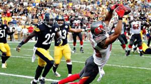 Tampa's Vincent Jackson catches the winning touchdown pass from quarterback Mike Glennon in a 27-24 win over the Steelers.